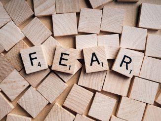 De 10 mest kjente fobiene. Kjenner du deg igjen? Angst. Panikk. Panikkanfall. Fobier. Høydeskrekk. Flyskrekk.