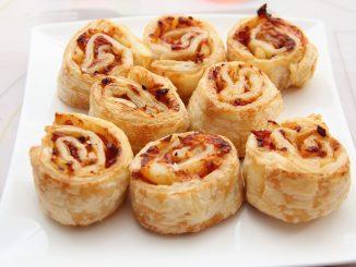 Lag glutenfri pizza-rundstykker på 123. Enkel oppskrift. Raskt. Pizza. Glutenfritt.