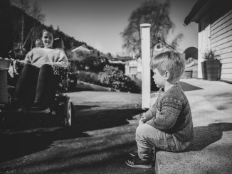 EKTE KJÆRLIGHET: Vivian Brosvik (42) har levd med ALS siden minstemann ble født. Hun vier alt hun klarer til familien sin. Foto: Privat.